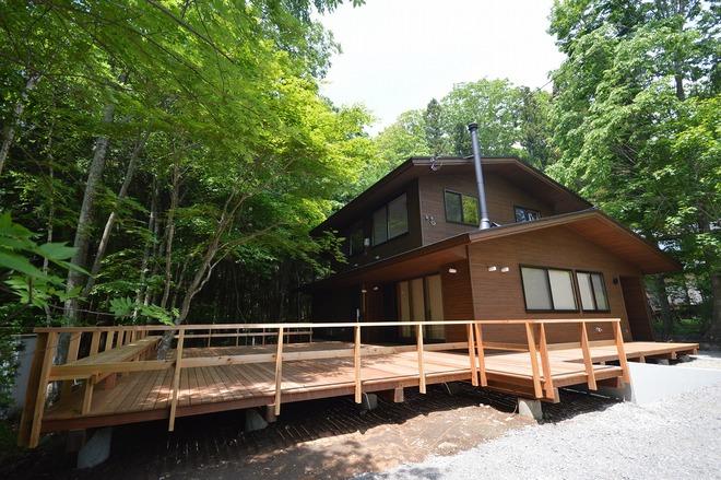 森に囲まれた家