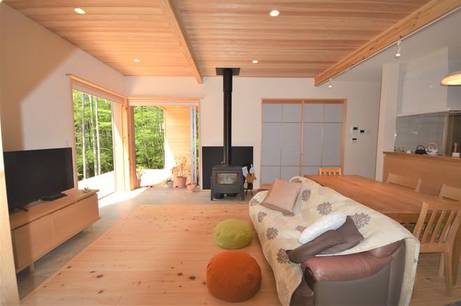 自然素材の家のリビング