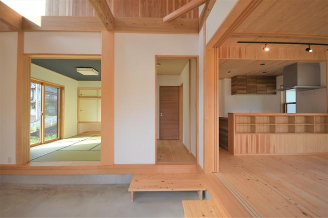 土間と吹き抜けのあるパッシブデザインの家